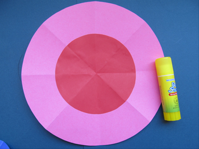 Unfold the circle and glue the bottom