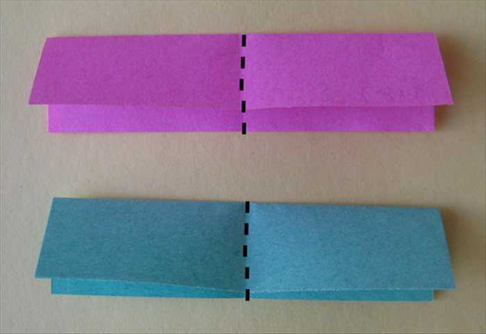 <p> Fold both papers in half widthwise and unfold them.</p>