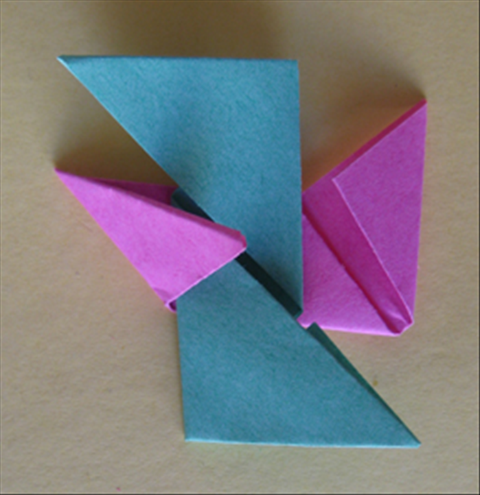 <p> Result Tuck the paper you just folded under the top flap.</p>