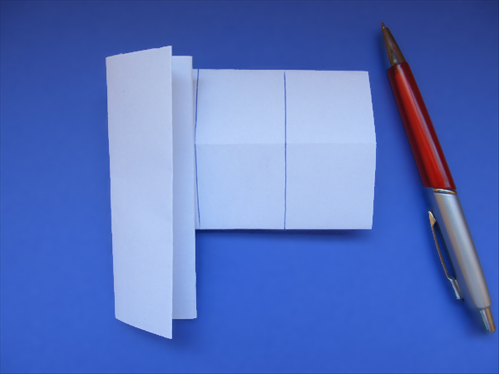 <p> Take the remaining 4 papers.</p>  <p> Fold 1 in half.</p>  <p> Align it to the left edge and make a line along its right side.</p>   <p> Align it to the right edge and make a line along its left side.</p>   <p> &nbsp;</p>