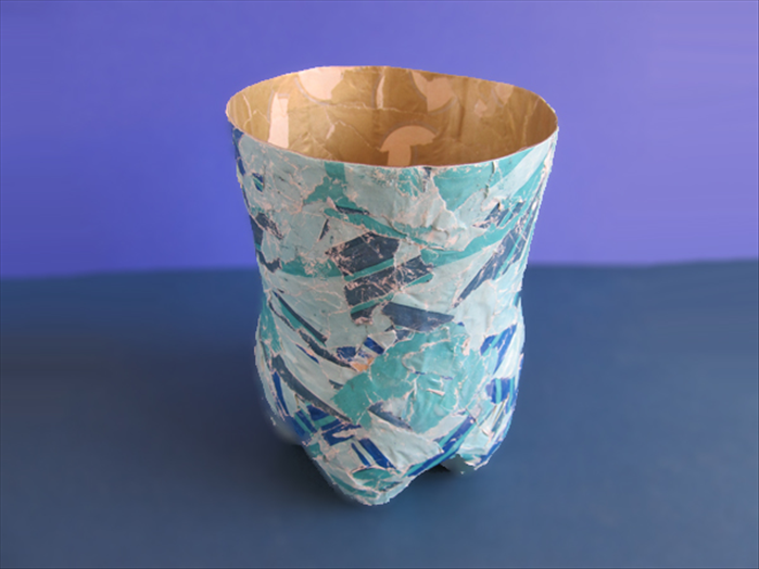 How to make a pretty vase from a plastic bottle for Pretty plastic bottles